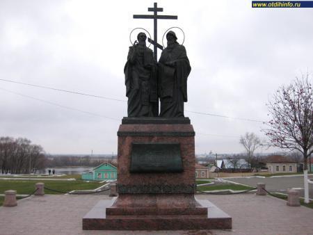 Фото: Памятник Кириллу и Мефодию на Соборной площади