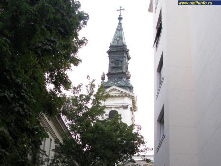 Фото: Церковь на площади Петёфи