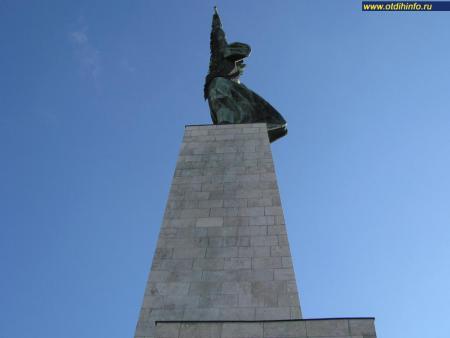 Фото: Монумент освобождения, статуя Свободы