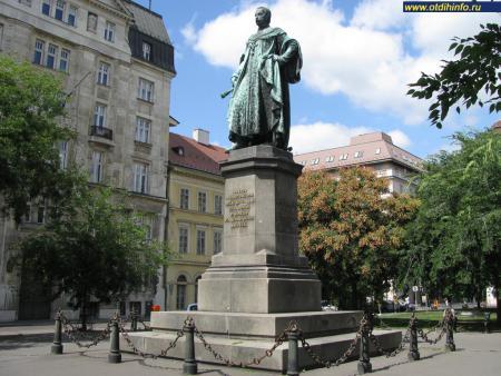Фото: Памятник Йозефу Габсбургу