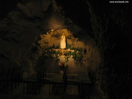Фото: Пещерная церковь в холме Геллерт, пещера холма Геллерт