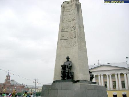 Фото: Монумент в честь 850-летия г. Владимира