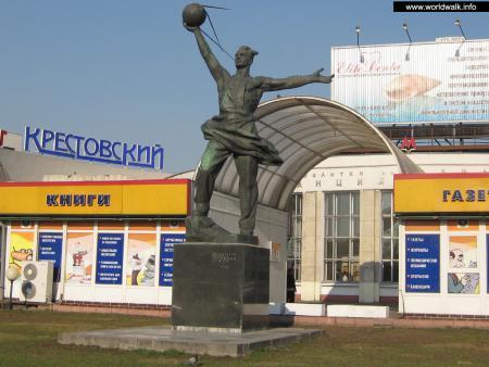 Фото: Памятник создателям первого спутника Земли