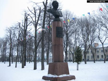 Фото: Памятник-бюст В. А. Зайцеву