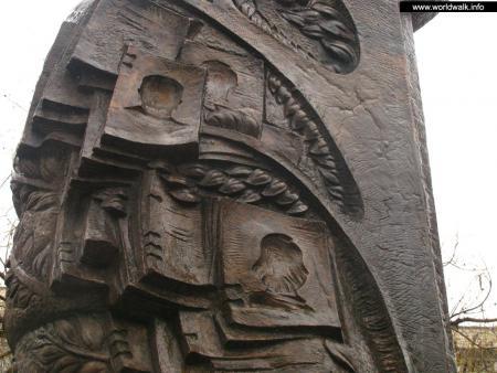Фото: Памятник Г. Р. Гонгадзе и журналистам, погибшим за Свободу слова