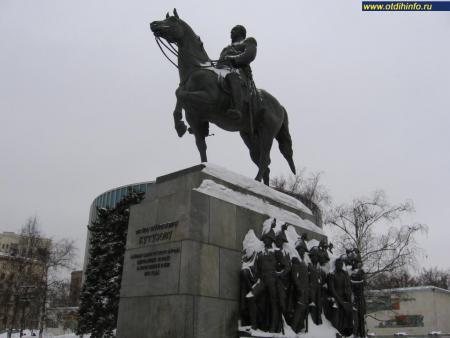 Фото: Памятник М.И. Кутузову (Москва)