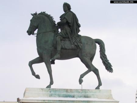 Фото: Памятник Людовику XIV
