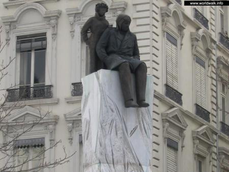 Фото: Памятник Сент-Экзюпери