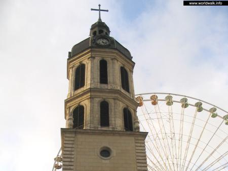 Фото: Колокольня церкви де ля Шарит