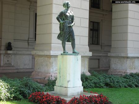 Фото: Скульптура Косарь, скульптура Женщина–агроном