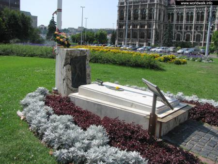 Фото: Памятник жертвам событий 1956 года