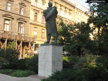 Фото: Памятник Эндре Ади