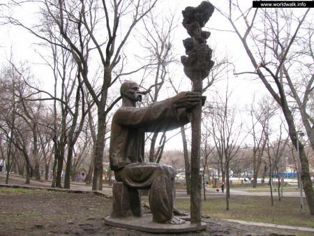 Фото: Памятник Л. О. Глобе