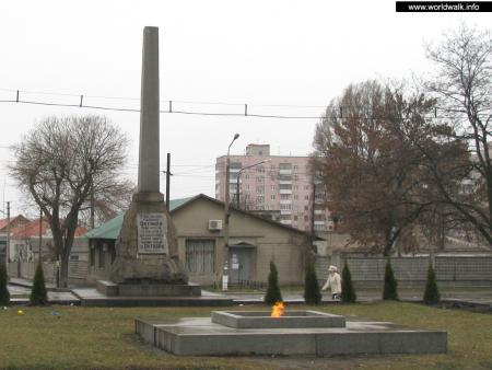 Фото: Памятник погибшим революционерам, мемориал в честь 10-й годовщины революции 1917 года