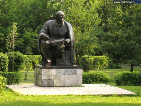 Фото: Памятник В.И. Ленину в парке «Красная Пресня» (Москва)