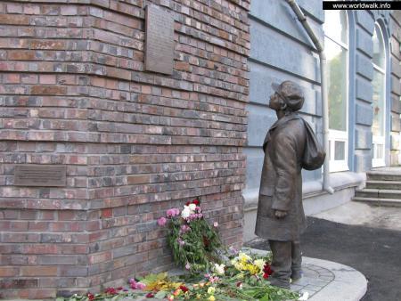 Фото: Памятник жертвам Бабьего Яра, памятник Толику Кузнецову