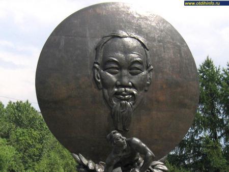 Фото: Памятник Хо Ши Мину (Москва)