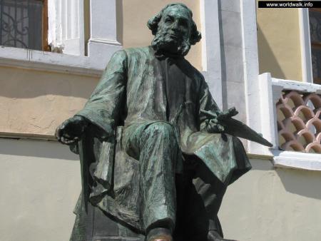 Фото: Памятник И. К. Айвазовскому