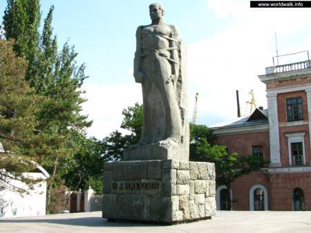 Фото: Памятник И. А. Назукину
