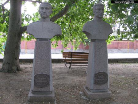 Фото: Мемориальный комплекс «Аллея Героев», памятник «Витязям морских глубин»