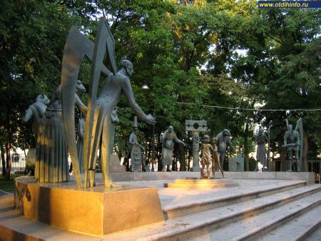 Фото: Скульптурная композиция «Дети - жертвы пороков взрослых» (Москва)
