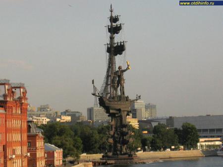 Фото: Памятник Петру I на стрелке Москвы-реки