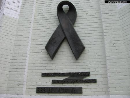 Фото: Памятник «Красная ленточка»