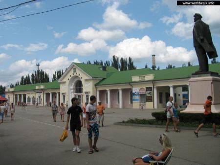 Фото: Железнодорожный вокзал Феодосии