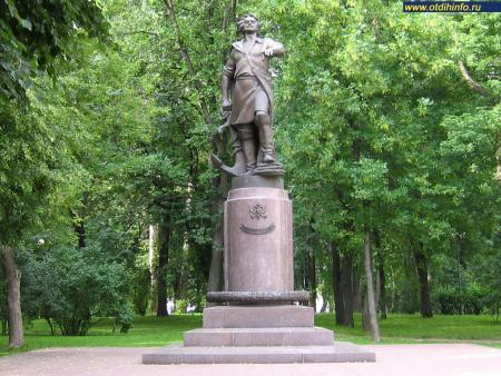 Фото: Памятник Петру I в Измайловском парке (Москва)