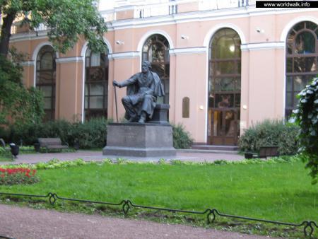 Фото: Памятник И. С. Тургеневу