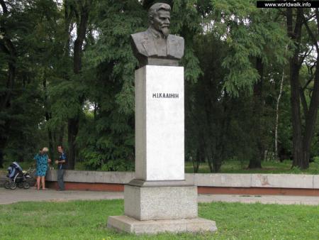 Фото: Памятник-бюст М. И. Калинину