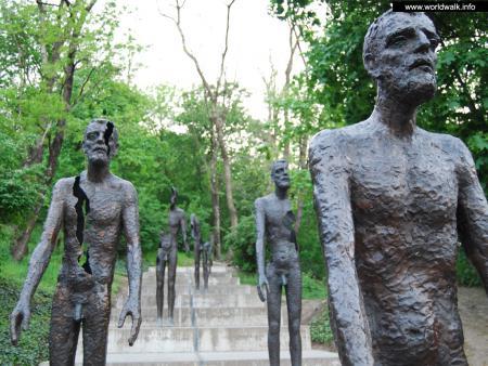 Фото: Памятник жертвам коммунизма