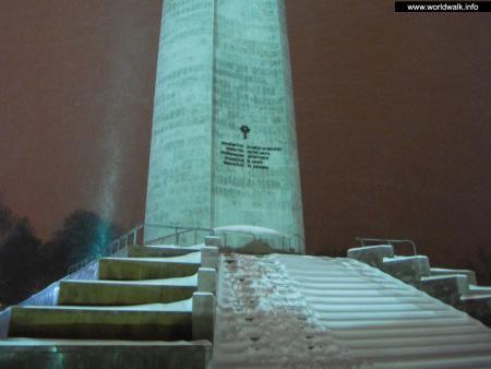 Фото: Монумент Матери-покровительнице