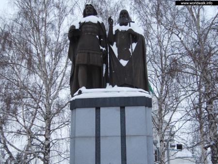 Фото: Памятник основателю Нижнего Новгорода, памятник Георгию Всеволодовичу и Симону