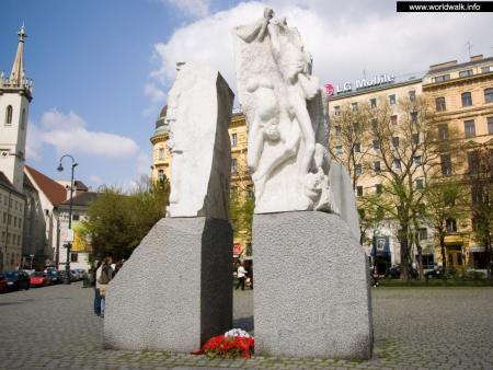 Фото: Мемориал против войны и фашизма