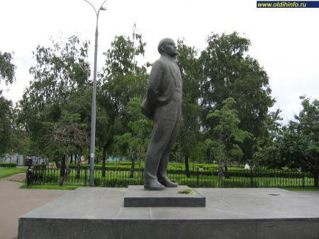Фото: Памятник В.И. Ленину на «Площади Рогожской заставы» (Москва)