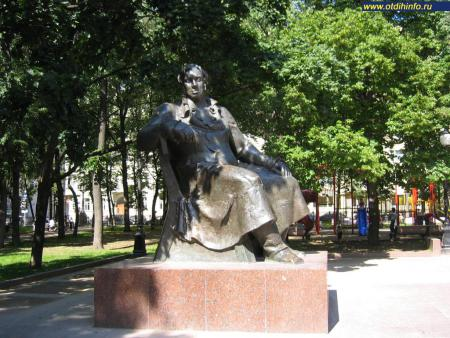 Фото: Памятник И.А. Крылову на Патриарших прудах (Москва)