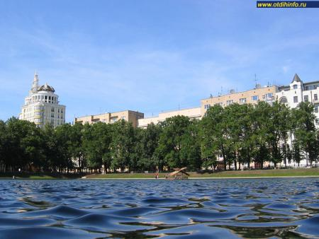 Фото: Сквер «Патриаршие пруды» (Москва)