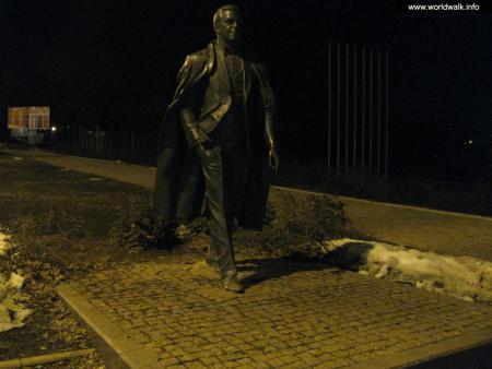 Фото: Памятник И. Д. Кобзону