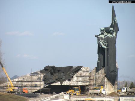Фото: Памятник освободителям Донбасса