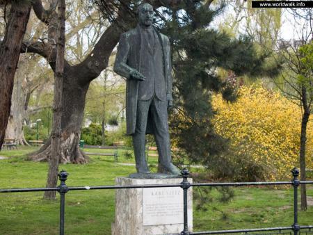Фото: Памятник Карлу Зайтцу