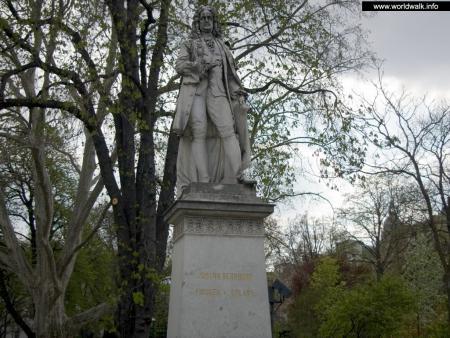 Фото: Памятник Йоганну Бернхарду Фишеру фон Эрлаху