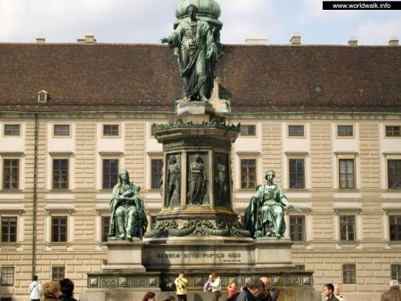 Фото: Памятник Францу II