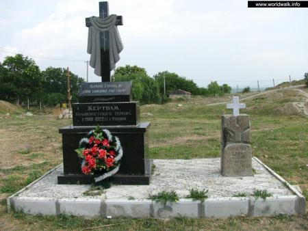 Фото: Памятный крест жертвам большевистского террора 1918–1920 гг.