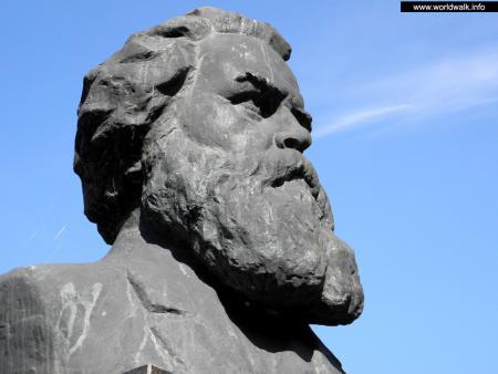 Фото: Памятник-бюст В. Г. Короленко