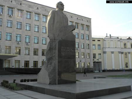 Фото: Памятник С. П. Королёву