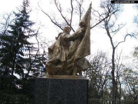 Фото: Памятник советским воинам