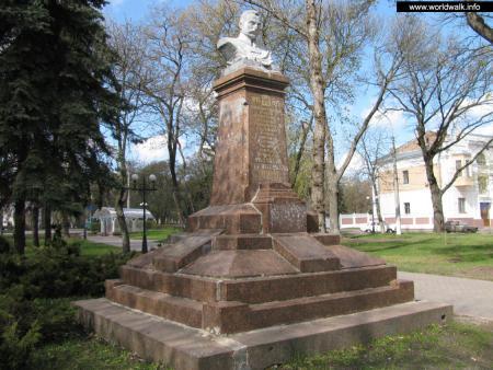 Фото: Памятник-бюст М. В. Фрунзе