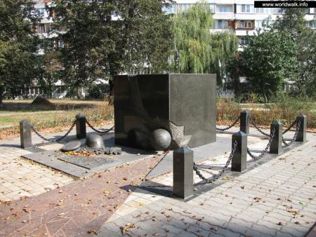 Фото: Памятник футболистам киевского Динамо, памятник участникам «Матча смерти»