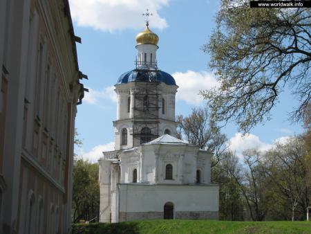 Фото: Здание черниговского коллегиума